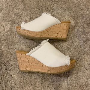Minnetonka Cork Wedge Like New Condition!